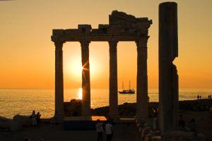 side-apollo-tempel-zonsondergang