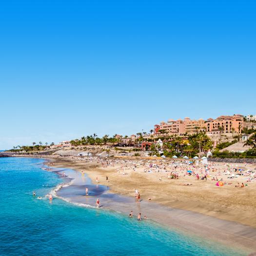 Boulevard en strand van de Costa Adeje op Tenerife