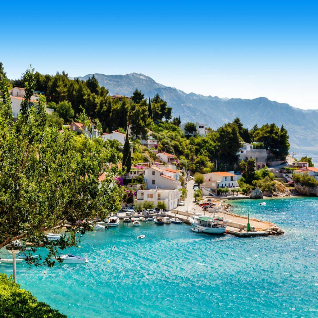 Boulevard Split Kroatie met water en bergen