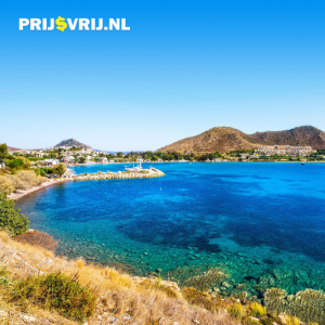 Egeïsche kust, mooie baai, blauwe zee