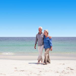 vakantiegangers op het strand