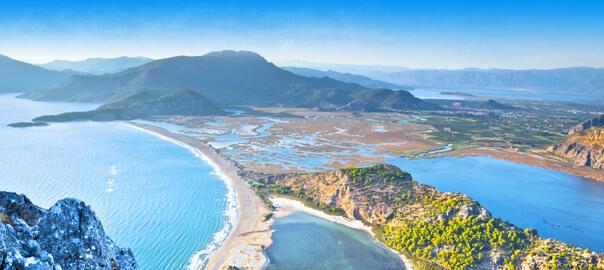 Kustlijn van Turkije met Iztuzu Beach