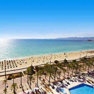 Zwembad en oceaan Allsun Pil Iari Playa hotel Mallorca