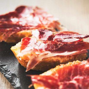 Spaanse Iberico ham op een stokbroodje