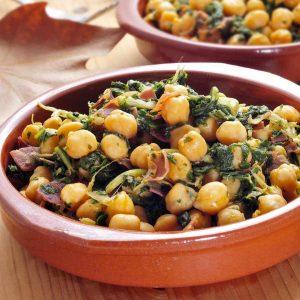 Spaanse tapas espinacas con garbanzos; spinazie met kikkererwten