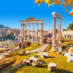 Het Forum Romanum in Rome, Italië in de herfst met diverse ruïnes en overblijfselen uit de Oudheid