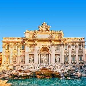De Trevifontein in Rome, Italië met daarvoor een waterbassin waarin munten worden gegooid