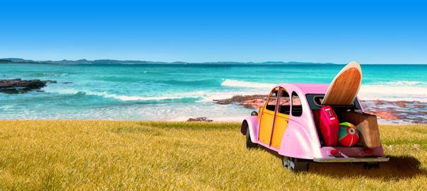Kever auto met uitzicht op zee vakantie