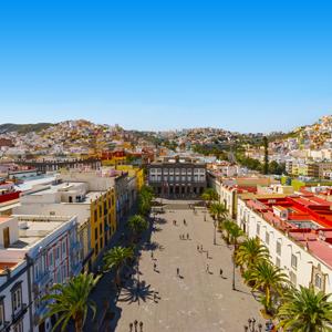 Plaza Santa Ana gezien vanaf de Cadetral de Santa Ana met uitzicht over de oude binnenstad Vegueta